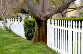 Делаем забор из штакетника